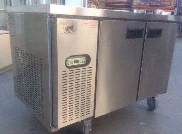 Under-Bar-Freezer-2-door-solid-147-1.jpg